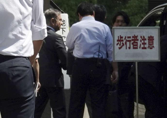 Carlos Ghosn à son arrivée devant le tribunal de Tokyo, le 23 mai.