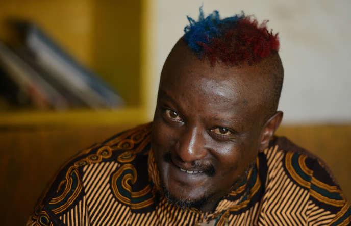 L'écrivain kényan Binyavanga Wainaina, à Nairobi, le 27 janvier 2014.