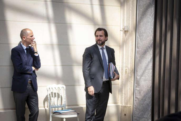 Benoît Ribadeau-Dumas (à droite) et Charles Hufnagel, directeur de la communication de Matignon (à gauche), à l'Elysée le 23 mai.