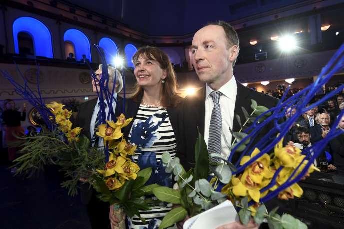 Jussi Halla-aho, chef de file du parti (au centre), le 14 avril àHelsinki.