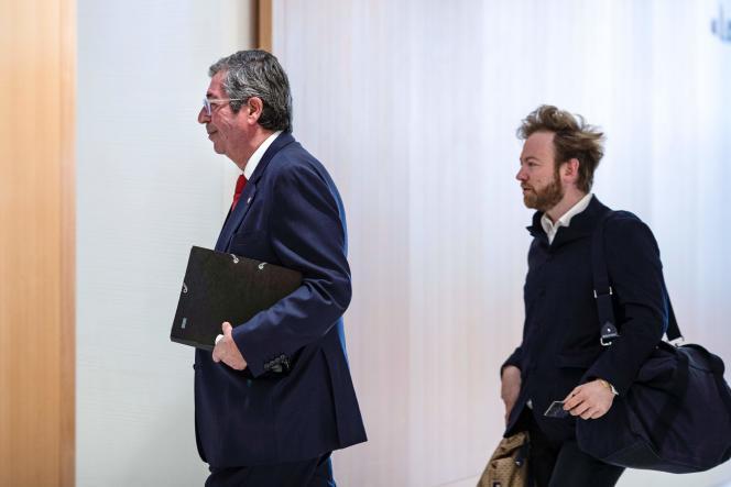 Patrick Balkany et son avocat, Me Antoine Vey, au tribunal de Paris, le 23 mai.