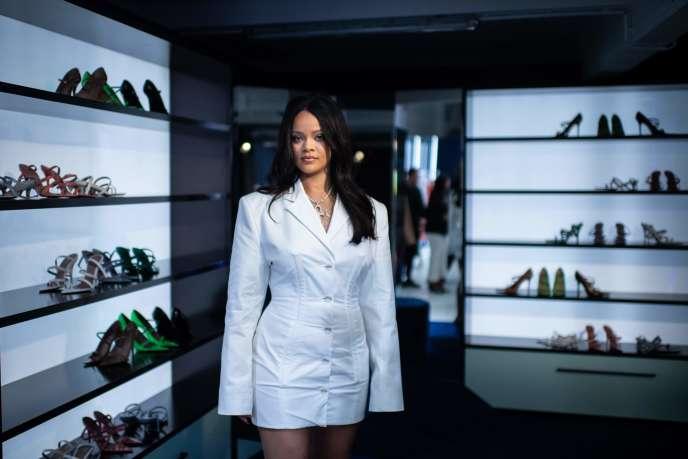La chanteuse Rihanna, dans la première boutique éphémère Fenty, à Paris, le 22 mai.