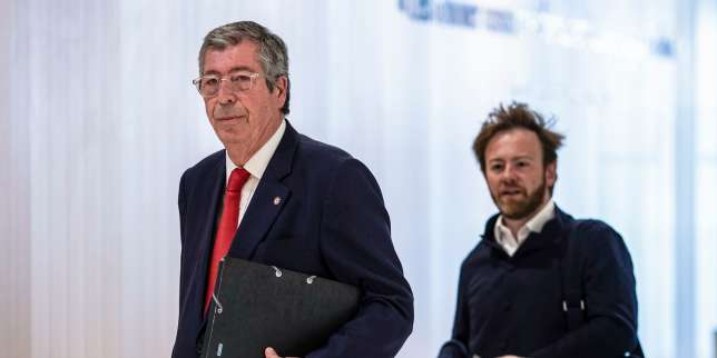 Levallois-Perret's mayor Patrick Balkany, followed by one his lawyer Antoine Vey, arrives at Paris courthouse on May 23, 2019 as he is being prosecuted with his wife for two counts of tax fraud and aggravated money laundering fraud. The Mayor of Levallois-Perret (Hauts-de-Seine) and his deputy mayor wife are notably suspected of having hidden an estate of at least 13 million euros from the tax authorities. The trial will take place until June 20, 2019. / AFP / KENZO TRIBOUILLARD