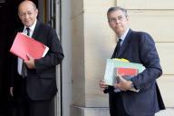Jean-Yves Le Drian, alorsministre de la défense, et son conseiller, Jean-Claude Mallet (à droite), arrive à Matignon, le 2 septembre 2013.