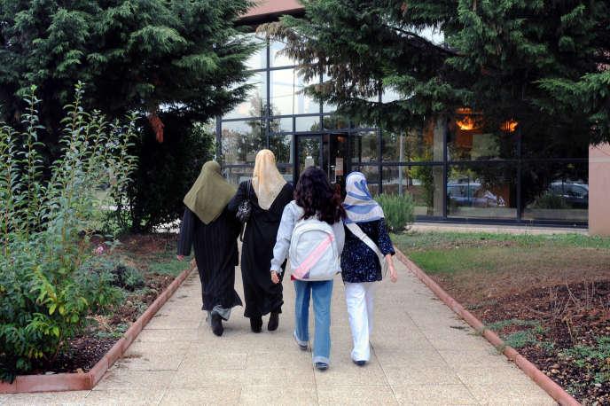 «Interdire aux femmes voilées d'accompagner des sorties scolaires est une véritable agression contre elles et un obstacle à leur intégration et à celle de leurs enfants.»