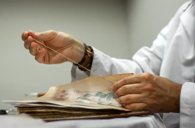 Le manuscrit de Voynich sommeille aujourd'hui à l'université de Yale. Il est ici photographié à Burgos (Espagne), en août 2016.