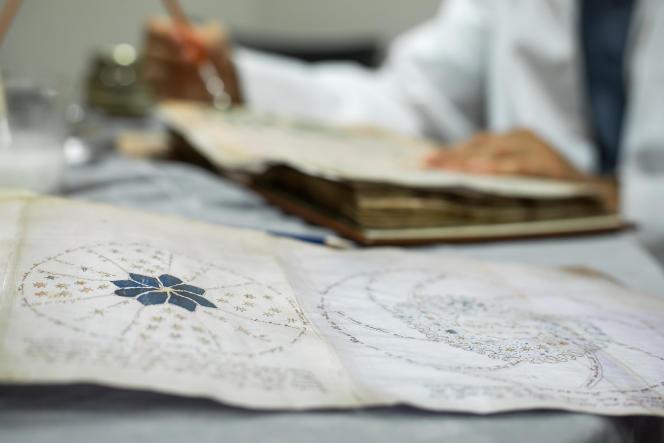 Plusieurs motifs cosmologiques du manuscrit Voynich restent mystérieux pour les chercheurs.