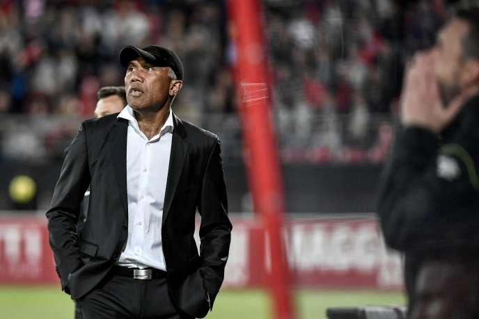 S'il parvient à s'imposer avec Dijon lors des barrages face à Lens, Antoine Kombouaré n'aura pas fait descendre deux clubs cette saison.
