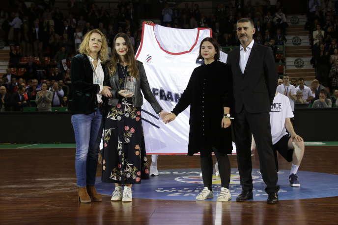 Céline Forte et ses filles, le 3décembre2018, lors d'un hommage à Frédéric Forte.