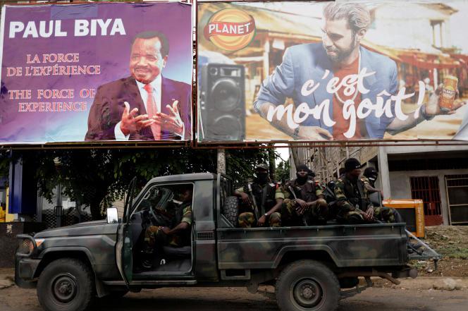 Patrouille de soldats camerounais en octobre 2018 à Buéa, la capitale de la région anglophone Sud-Ouest.