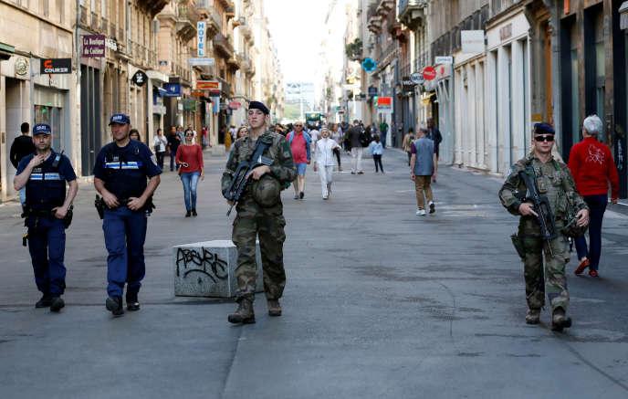 Patrouilles de police et de l'armée, le 25 mai à Lyon.