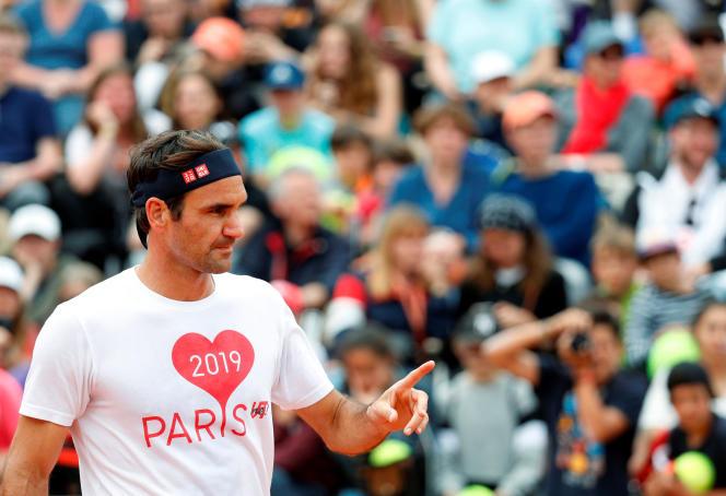 Roger Federer, samedi 25 mai, lors d'un entraînement sur le court Suzanne-Lenglen.