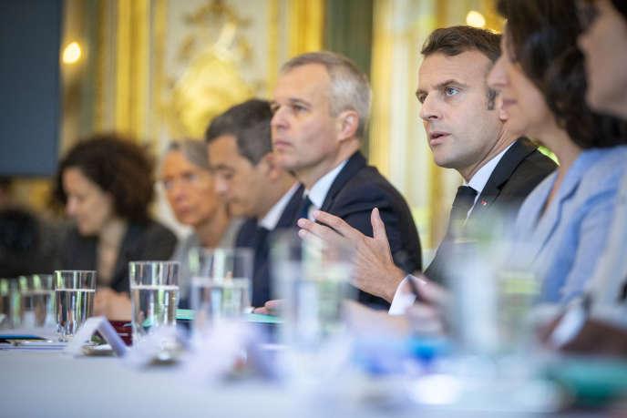Emmanuel Macron préside un conseil de défense écologique au Palais de l'Elysée à Paris, jeudi 23 mai 2019.