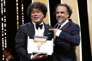 Bong Joon-Hoau reçoit la Palme d'or pour sont film « Parasite», le 25 mai 2019.