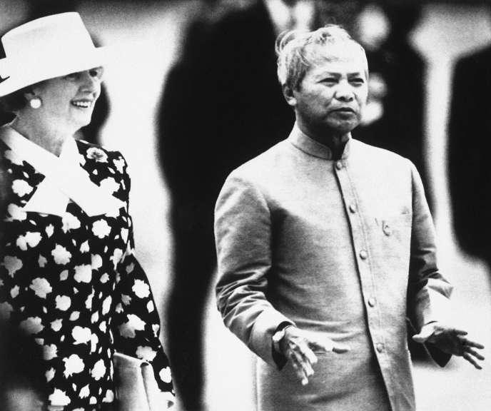 Prem Tinsulanonda, alors premier ministre thaïlandais, ici en 1988, avecMargaret Thatcher.