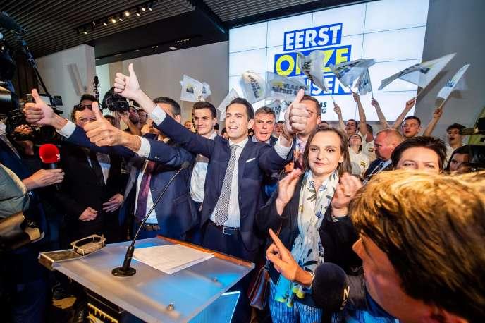 Le chef de file du parti xénophobe et séparatiste Vlaams Belang, Tom Van Grieken, lors de son discours post-élections, le 26 mai à Londerzeel (Belgique).
