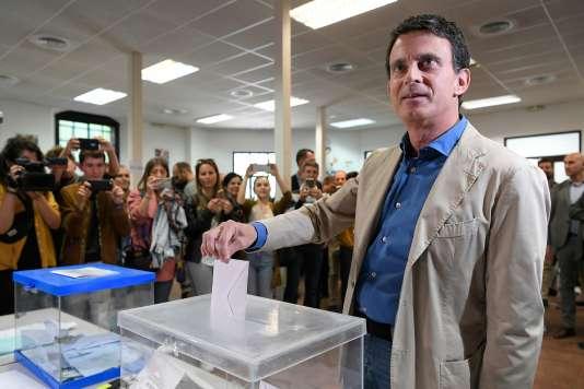Manuel Valls, lors de son vote à Barcelone, le 26 mai.