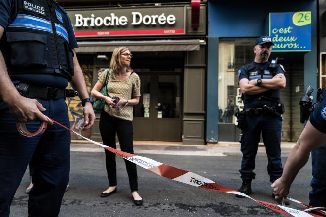 Des enquêteurs sur les lieux de l'explosion, le 25 mai.