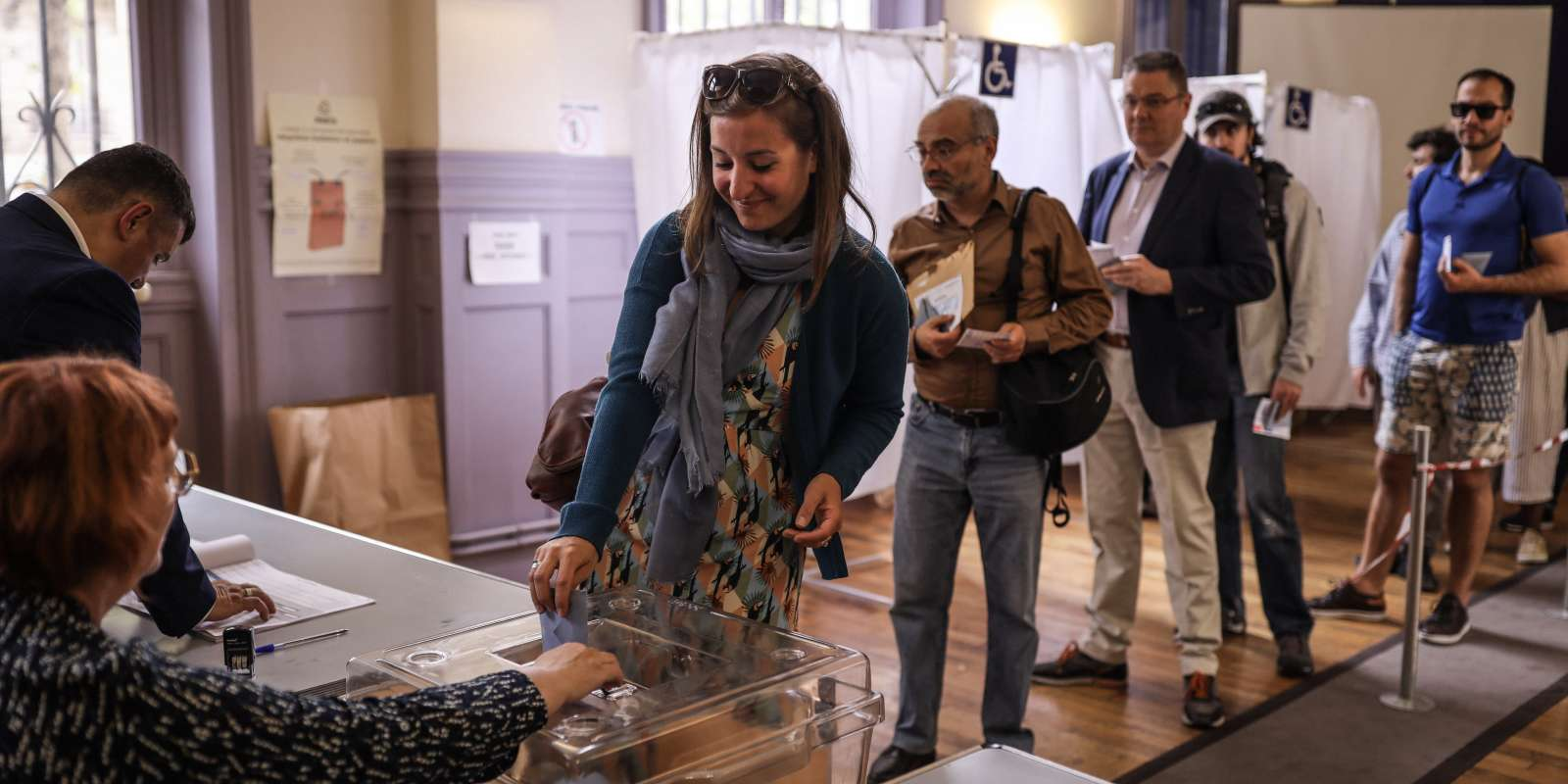 Au bureau de vote de la mairie du 20e arrondissement de Paris, le 26 mai.