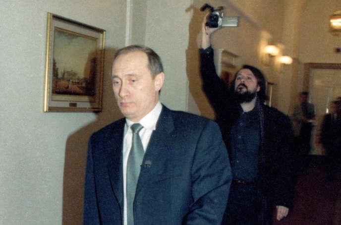 Le candidat à la présidentielle Vladimir Poutine (à gauche) et le réalisateur Vitaly Mansky.
