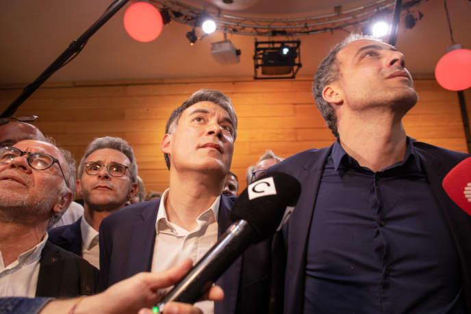 Olivier Faure aux côtés deRaphaël Glucksmann, lors de l'annonce des résultats des élections européennes, à Paris, le 26 mai.