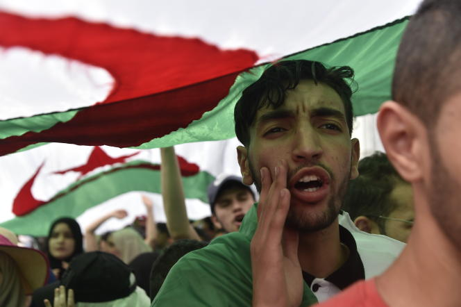 Des étudiants manifestent à Alger, le 21mai 2019.