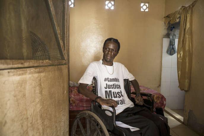 Yusupha Mbye a été blessé par balle, en 2010, alors qu'il participait à une manifestation étudiante.