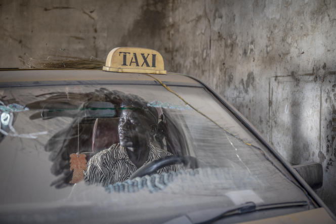 Chauffeur de taxi, Pa Ousman Njie a passé trois mois en prison, en 2016, parce qu'il setrouvait sur le lieu d'une manifestation.