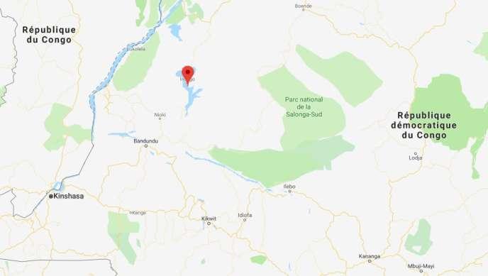 Le lac Mai-Ndombe se situe à environ 600 km au nord-est de Kinshasa, la capitale congolaise.