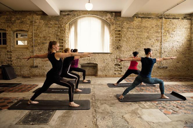 Des cours de fitness ont lieu au sous-sol, dans les cellules où patientaient lesprisonniers de cet ancien tribunal du XVIIIe siècle.