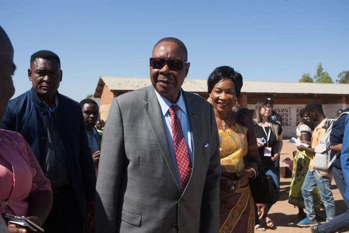 Le président du Malawi Peter Mutharika et son épouse, à Goliati, dans le sud du pays, le 21 mai 2019.