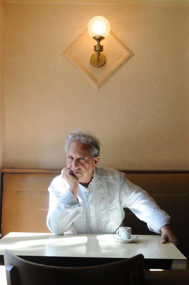 Maurice Olender, directeur de la collection des éditions du Seuil « La librairie du XXIe siècle », à Paris en 2010.