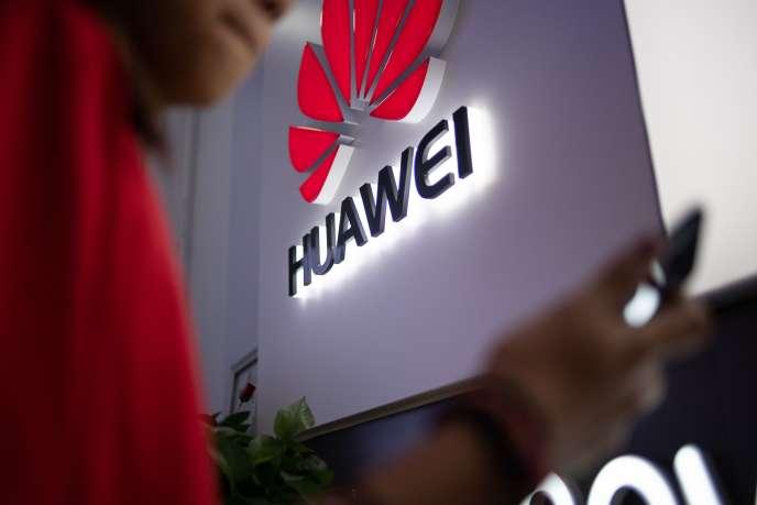 Le logo de l'entreprise chinoise Huawei dans une boutique de Pékin, le 27 mai.