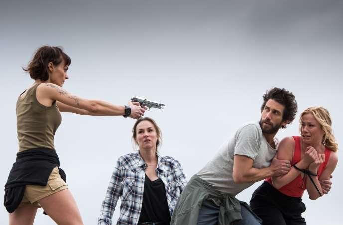 Romane Portail, Vanessa Demouy, Raphaël Kahn et Maud Baecker sur le tournage de la série « Demain nous appartient », à Sète (Hérault), en avril.