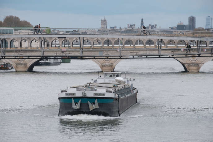 « La France, avec 8 500 km de réseau fluvial, dont 2 000 km accessibles aux bateaux de grand gabarit reliés aux grands ports maritimes, et son positionnement au carrefour de l'Europe, dispose d'un atout incomparable. »