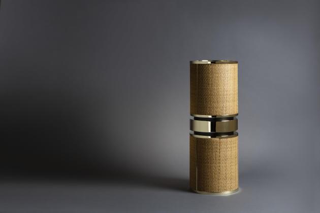 Le porte-parapluie en tissage de rotin cerclé de laiton plaqué à l'orde la collection particulière Dior Maison x Dimore Studio (disponible sur commande pendant un an seulement).