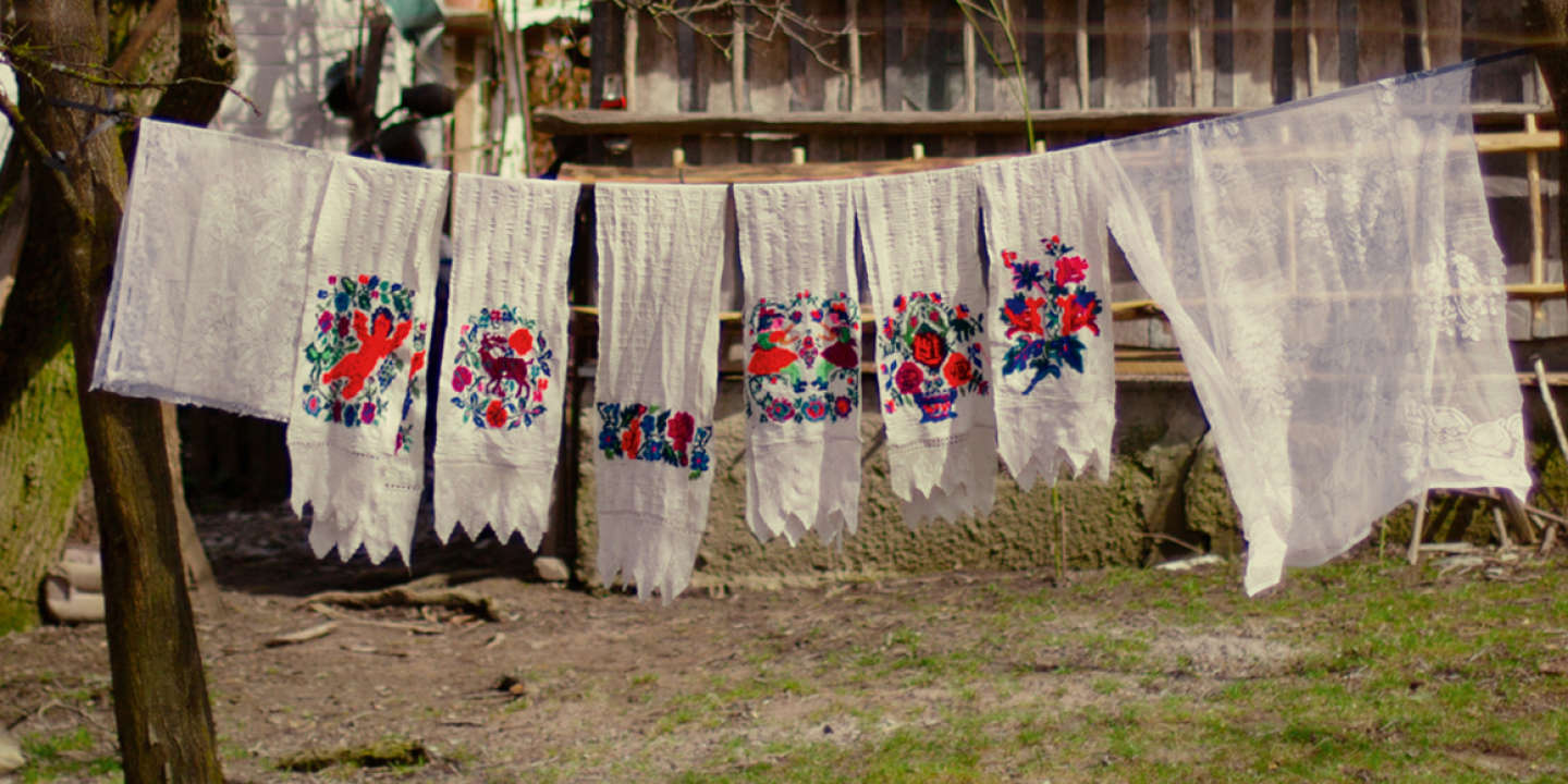 During the Holy Week (the week before Easter), in Breb, Maramureș, the locals make an exhaustive washing of household items (such as blankets, towels, linen, curtains, carpets), as part of the cleaning rituals.