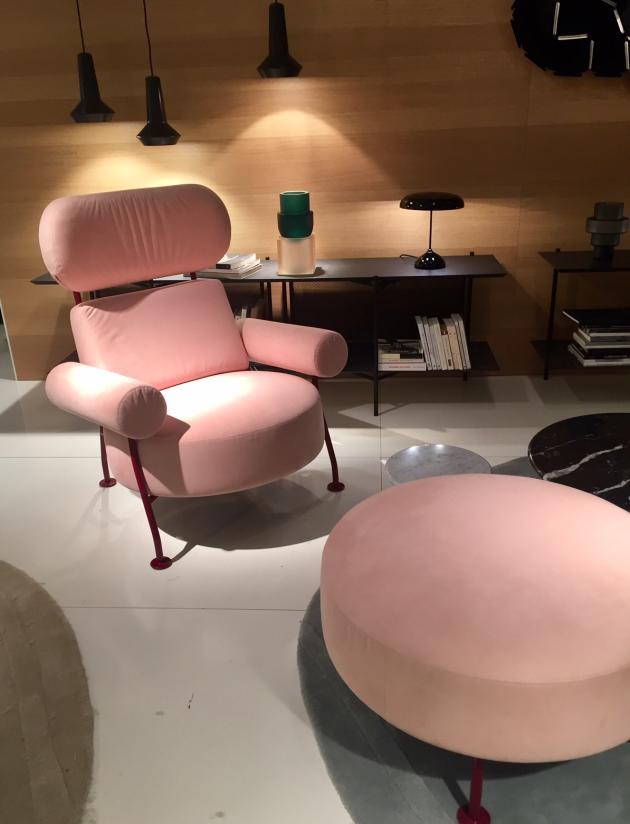 Vu au Salon du meuble Paris : le fauteuil Astair, une réinterprétation de la bergère, par Pierre Charpin pour Ligne Roset, 2019.