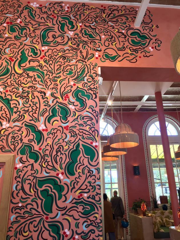 La fresque réalisée par Claire de Quénetainà l'entrée de La Gare, redécorée par Laura Gonzalez.