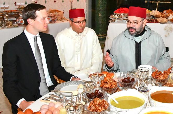 Le conseiller américain Jared Kushner (à gauche) et le roi du Maroc, Mohammed VI (à droite), à Rabat, le 28mai 2019.