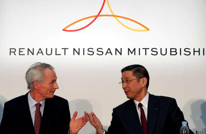 Jean-Dominique Senard, le président de Renault ,et Hiroto Saikawa,le patron de Nissan, lors d'une conférence de presse à Yokohama, au Japan, le 12 mars 2019.