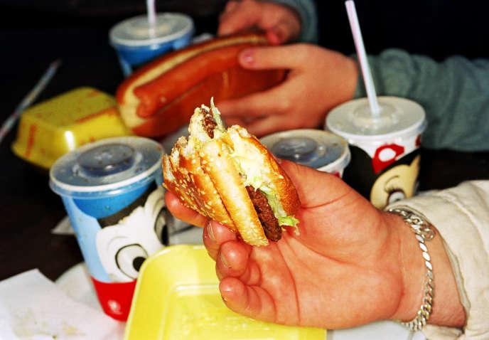 Dans un fast-food d'Eurodisney, à Paris, en 1995.