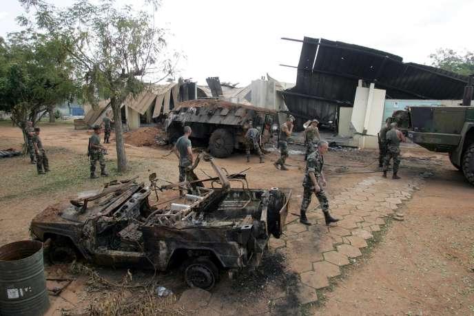 Le camp militaire français de Bouaké, le 10 novembre 2004, quatre jours après le bombardement de l'aviation ivoirienne.
