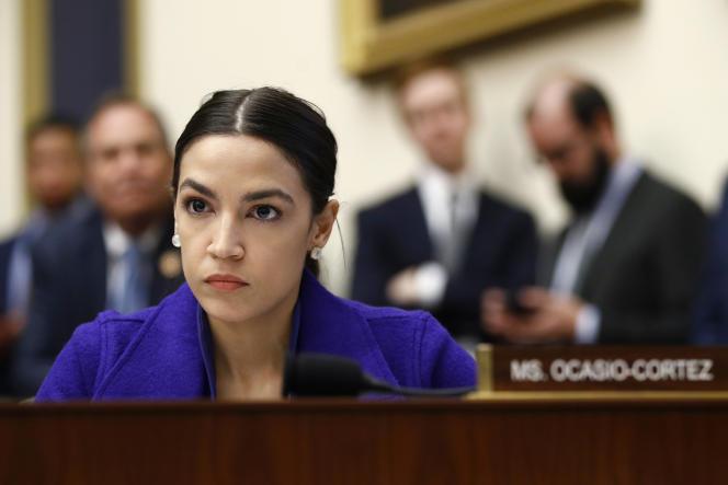 « Les Etats-Unis gèrent des camps de concentration à la frontière sud, c'est exactement ce qu'ils sont », a déclaré la jeune élue du Congrès lundi soir dans une intervention vidéo en direct sur Instagram.