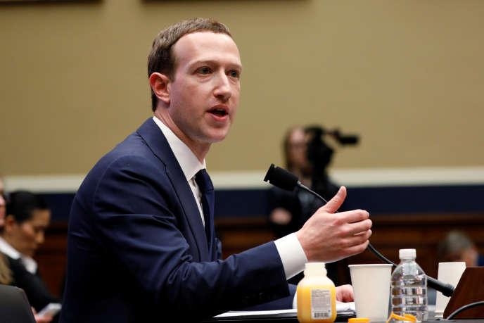 Mark Zuckerberg, 35 ans, est le fondateur et PDG de Facebook.