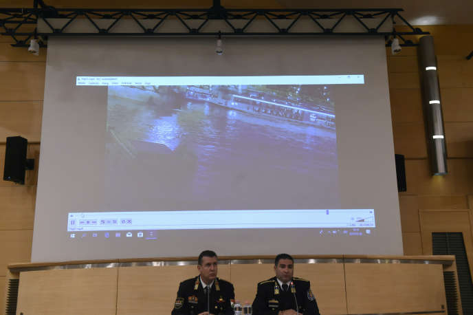La police hongroise a présenté lors d'une conférence de presse une vidéo de la collision entre les deux navires.