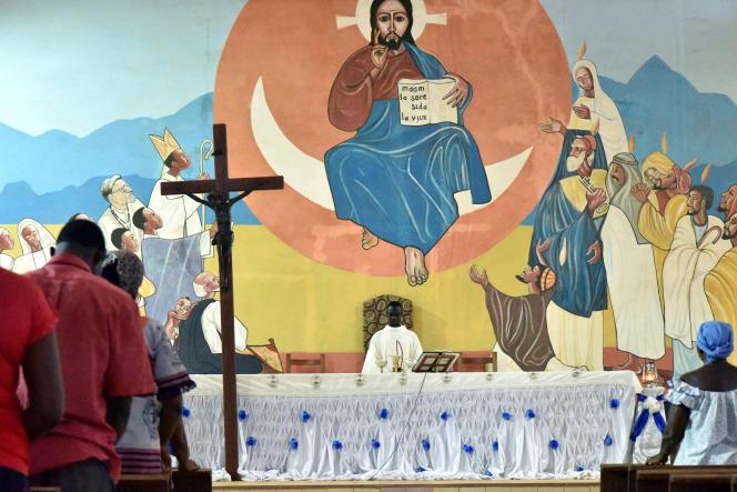 Messe dans la cathédrale de Kaya, au Burkina Faso, le 16mai.
