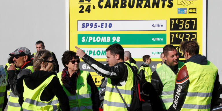 People wearing yellow vests, a symbol of a French drivers' protest against higher fuel prices, demonstrate near a petrol station in Antibes, France, November 17, 2018. REUTERS/Eric Gaillard - RC151AD0FEF0