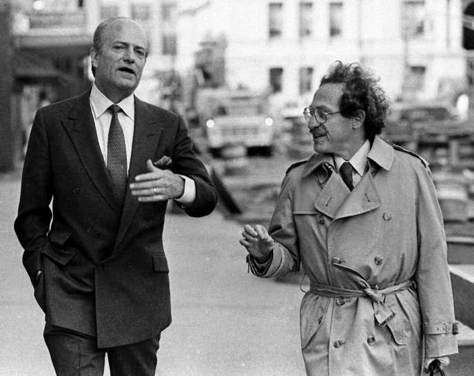 Claus von Bulow (à gauche) et son avocat, Alan Dershowitz, le 29 avril 1985.
