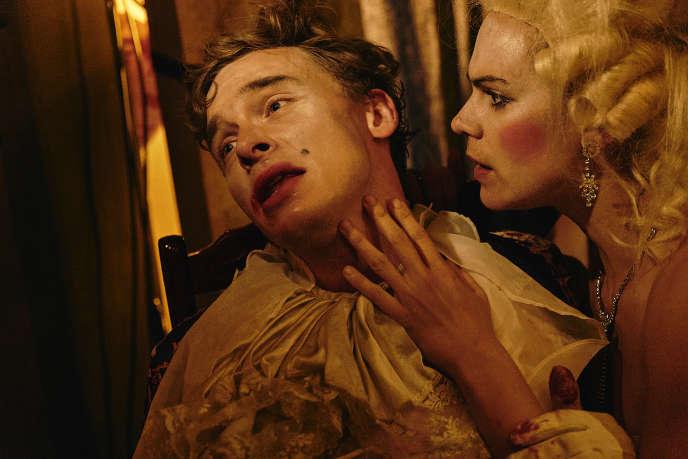 Franz Pätzold (Don Juan) et Nora Buzalka (Charlotte) dans« Dom Juan» de Frank Castorf.